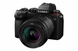 LUMIX S5 Body + LUMIX S 20-60 mm F3.5-5.6 - Systemkamera (Fotoauflösung: 24.20 MP) Schwarz